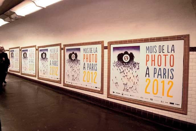 Affichage dans le métro parisien