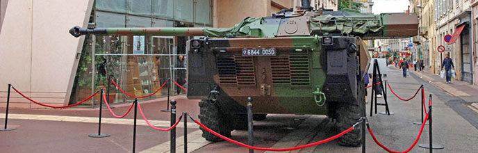 Peindre avec un char, une quarantaine d'oeuvres exposées à Roanne